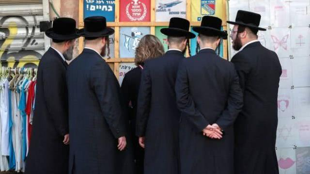 """以色列逮捕一名宗教领袖,家中现金成堆还有50名""""奴隶"""""""