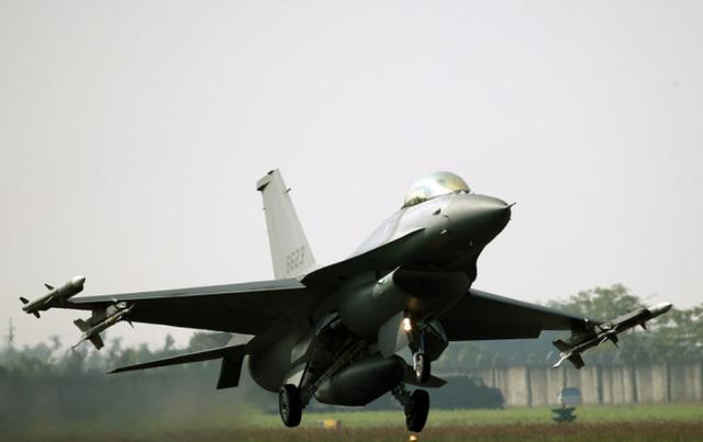 F16V匹敌歼-20?台军飞行员老实回答:主要对抗歼-10歼-11