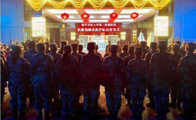 与疫情的举国之战!除夕夜解放军救援队来了,武汉不怕