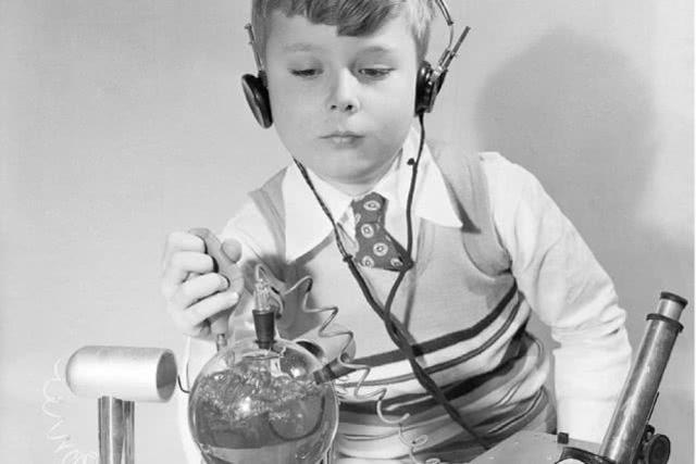 上世纪50年代美国儿童玩具有多疯狂?亲手测试铀238放射性