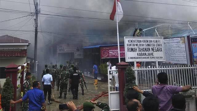 设计容纳193人却关押400人 印尼一监狱发生骚乱