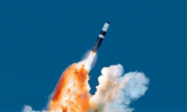 """美国今年首次试射""""三叉戟II""""潜射弹道导弹 称并非武力展示"""