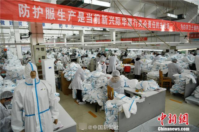 生产解放军军服工厂改产防护服,日产量已达全国总产量1/3以上