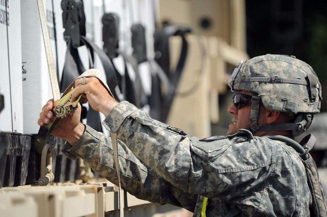地主家也没余粮!美国陆军预算调整,精确制导火箭弹都用不上了