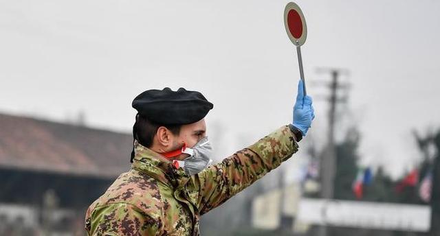 呵呵!当初挖苦指责中国抗疫的人,现在脸疼吗?