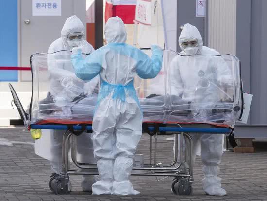世卫组织:新冠疫情升级为大流行,但这次有点不同