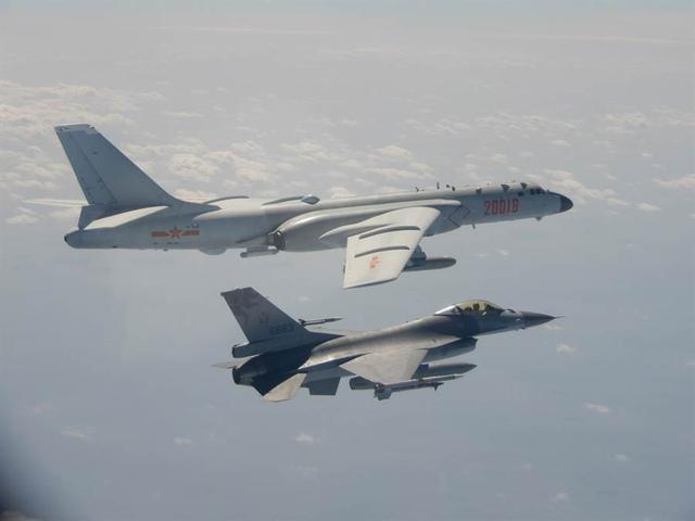 「解放军多架战机」状况罕见!台军证实解放军多架战机夜间飞越台湾西南海域