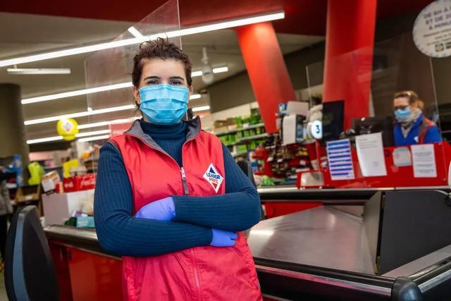 美国疫情肆虐 确诊病例激增突破33万,死亡近万人