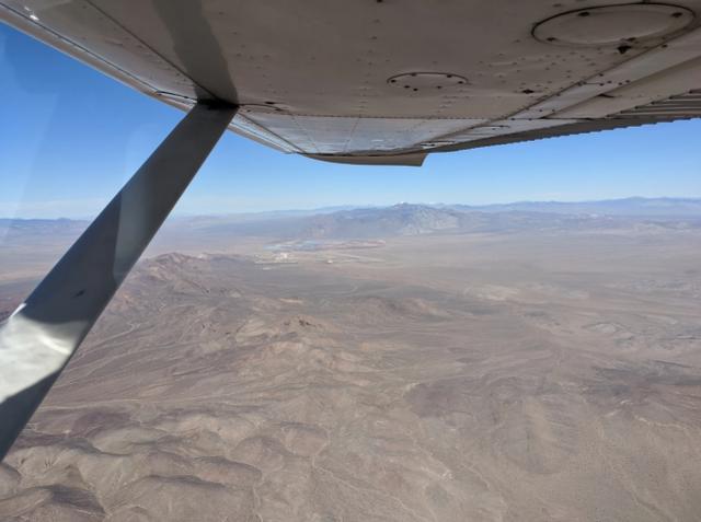 「美国民间飞行员」美国民间飞行员拍到51区最隐秘空军基地照片,神秘区域揭开面纱