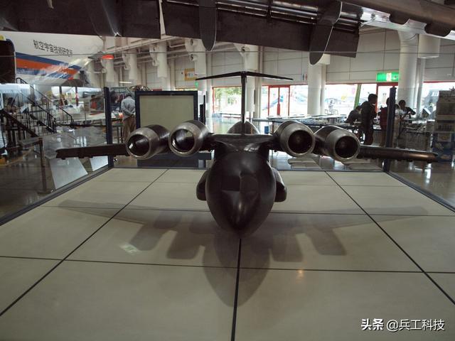 日本这架运输机装了4台大功率发动机,只要几百米就能起降