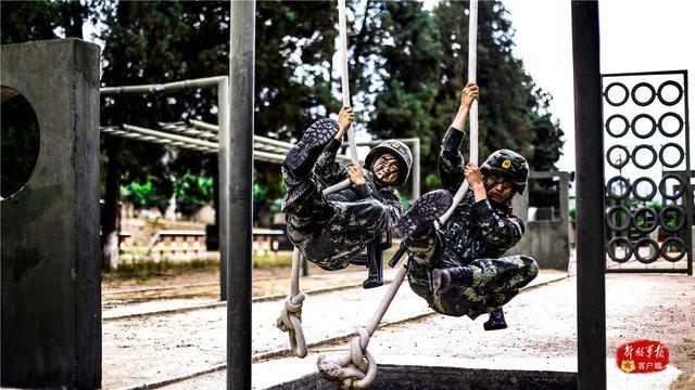 练兵忙!武警特战队员开展强化训练