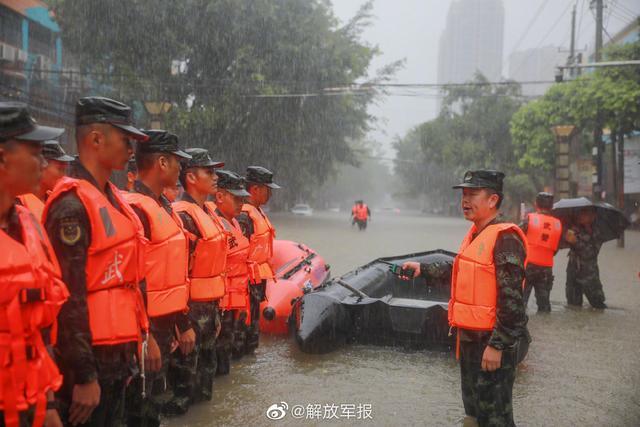 有你们就心安!防城港内涝,武警官兵转移被困群众115名