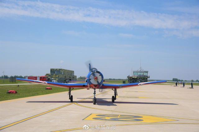 祝贺!空军第11批女飞行学员完成首次编队单飞