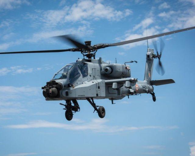 """印军最后5架AH-64E""""阿帕奇""""到货,此前该机已出现在列城上空"""