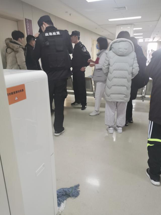 突发:北京朝阳医院多名医生被砍伤,一名医生受伤严重
