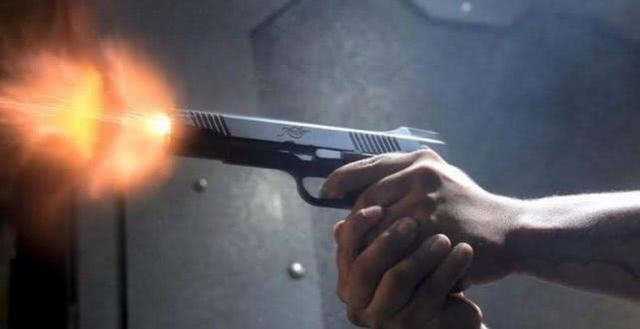 美国堪萨斯城枪击案致2死15伤 枪手打死女子后被酒吧警卫击毙