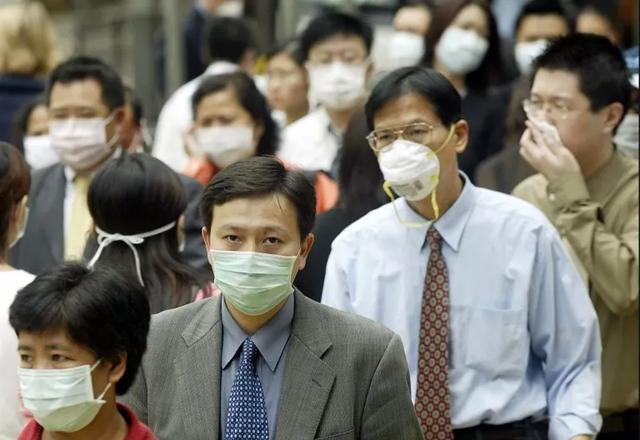 """应对武汉""""肺炎"""",香港小题大做了吗?"""