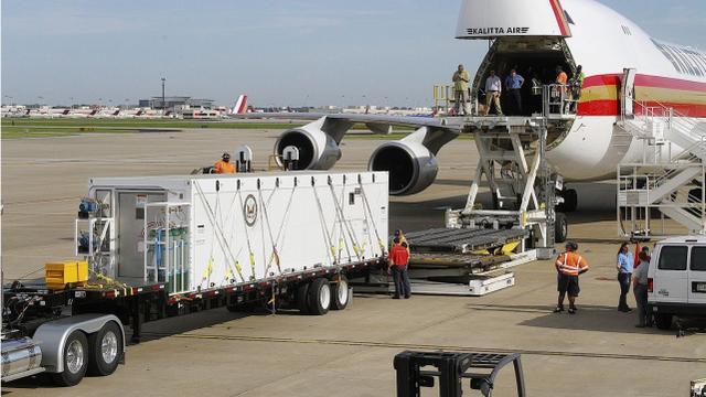 撤离邮轮乘客时如何隔离病人?美国运来一台先进设备