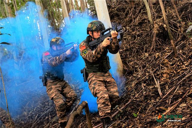 抗疫不误战斗力,直击武警特战队员实战化训练