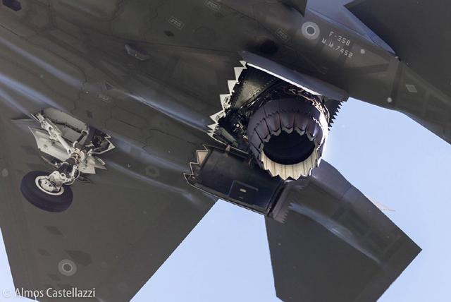 近观F-35B黑科技:发动机尾喷管偏转过程充满魔幻