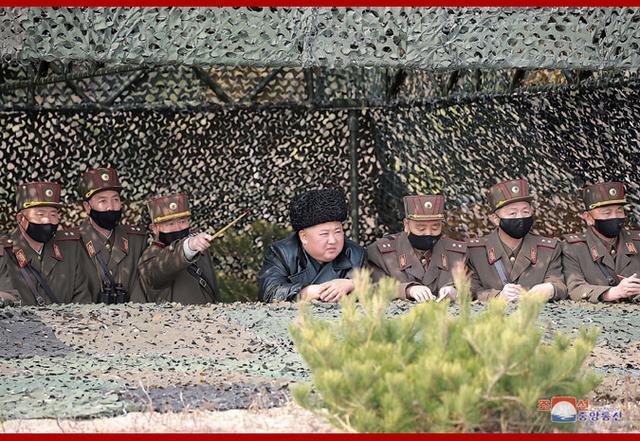 朝中社:金正恩指导朝鲜人民军两军所属炮兵部队炮射击对抗赛
