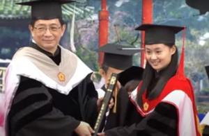 台湾毕业典礼,响起解放军海军军旅歌曲《人民海军向前进》