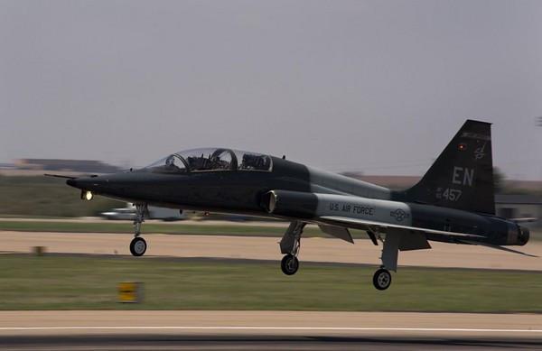"T-38""禽爪""喷气式教练机为何频频坠机"