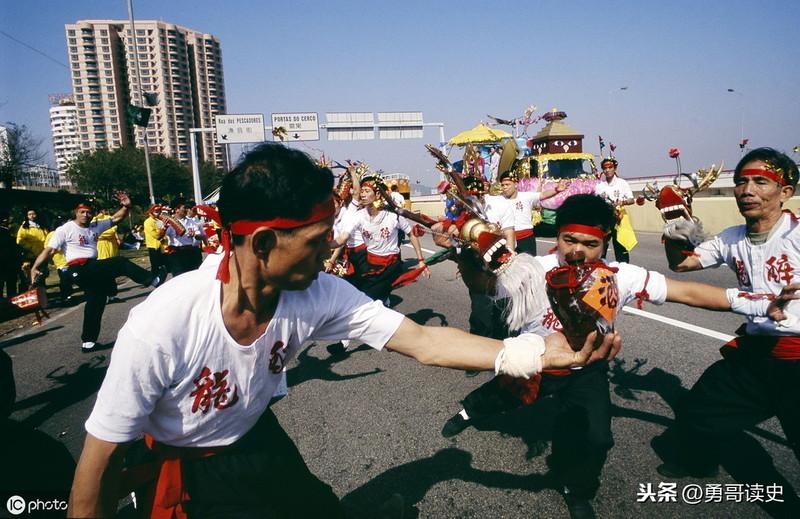 珍贵老照片:20年前澳门回归祖国 唤起无数国人记忆