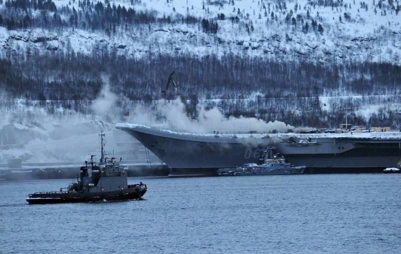 俄唯一航母火灾现场曝光 命途多舛去年还被砸出大洞