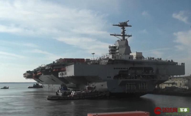 """中國首艘國產航母服役這天 美國在建新航母也""""動了"""""""