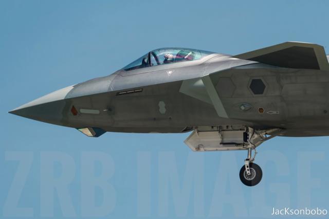 万米高空的爆笑一幕,美军隐身机沟通竟只能靠手,歼20也这样吗?