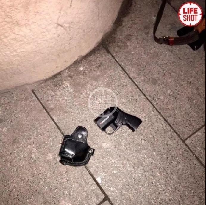 普京正在讲话 不远处一名枪手持突击步枪突然发动袭击!