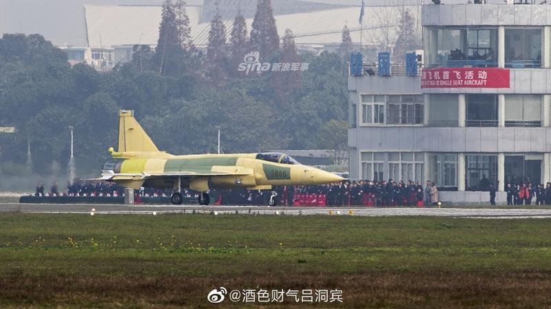 网曝枭龙Block3原型机成功首飞 连歼20的同款设备都用上了!