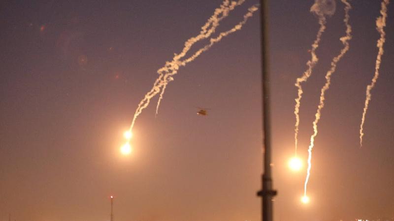美军派直升机震慑示威者 在驻伊拉克大使馆上空投弹