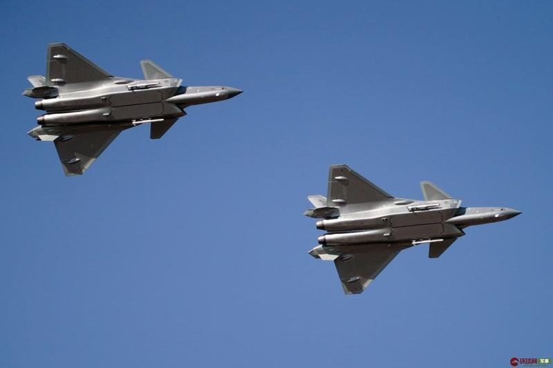 台媒:解放军今年将装备60架歼20和40架运20