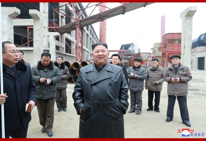 金正恩视察顺川磷肥厂建设工地 表示极大满意