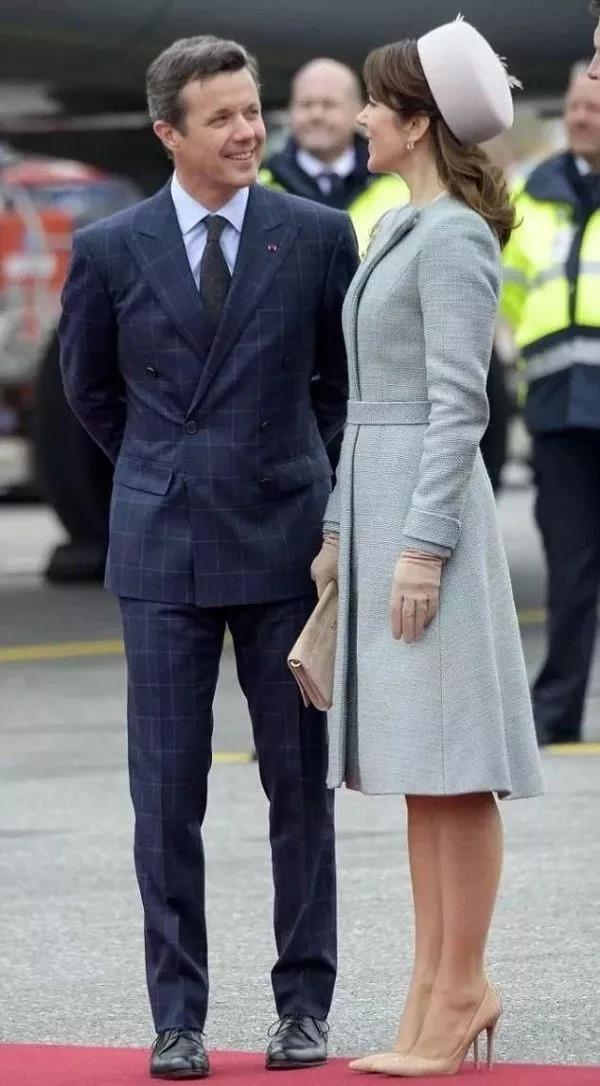 47岁丹麦王妃惊艳世界!从土妞逆袭成王妃,风头力压凯特,仅是因为命好?