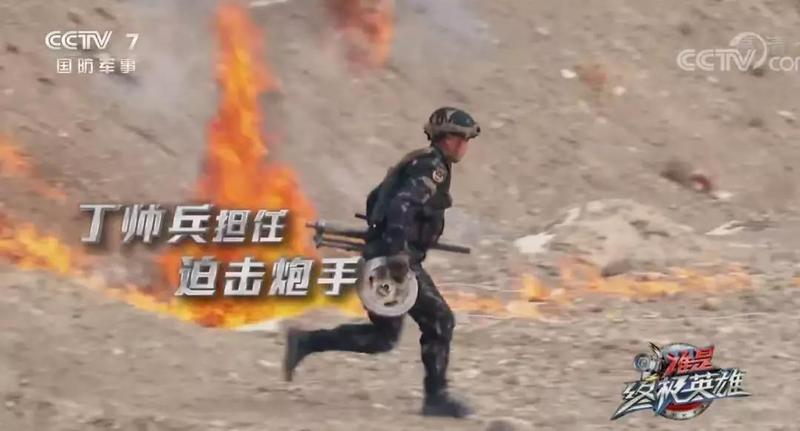 单人操炮首发命中!我军特种兵大漠PK,看点不仅是新头盔新装具