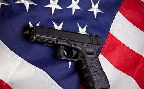 香港警方:美国寄港邮包中有实枪实弹,形势危急
