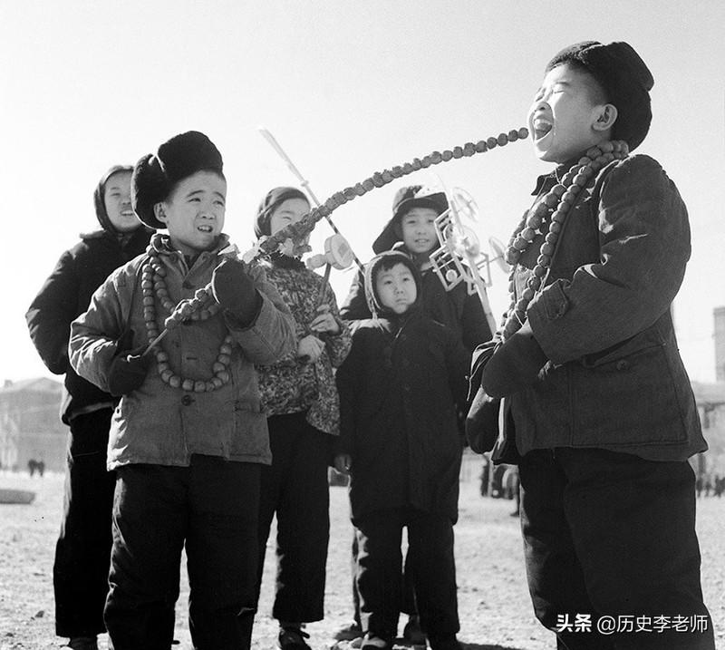 50年代春节老照片:当时物质匮乏但年味十足,这才是真正的过年