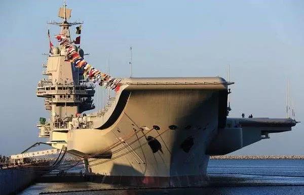 山东舰机库公开亮相!可搭载更多舰载机 作战能力更强