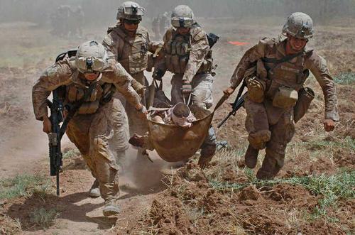 美军抵达阿富汗坠机 黑匣子和2名军人遗体已被找到