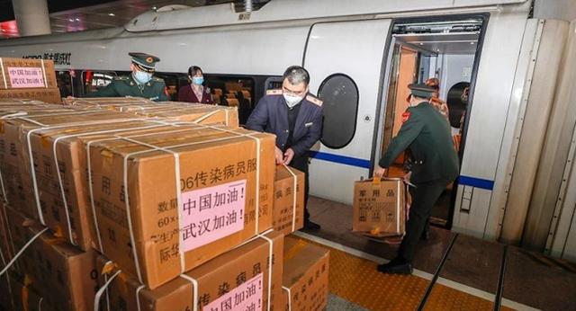 不灭疫情终不还!解放军8架运输机抵达武汉,再次支援