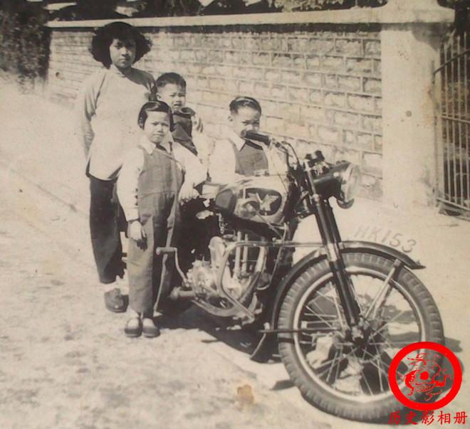 一组50年代中国社会老照片:图四在批斗地主,图八是杀猪女神