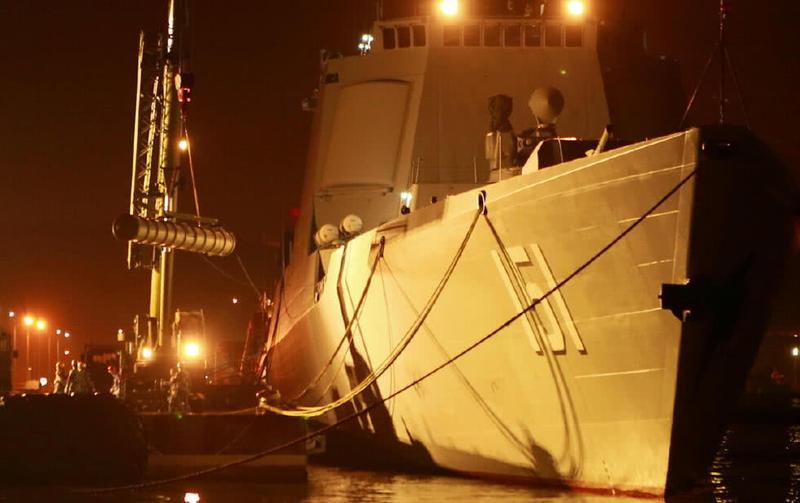 神盾舰吊装新导弹如绣花,一弹多型通用垂发,饱和攻击可掀翻航母