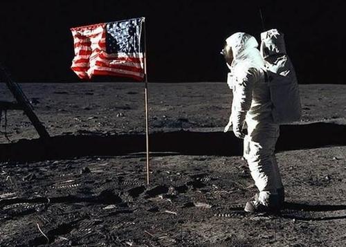 美专家口无遮拦:不屑和中国竞争,根本不拿登月当回事