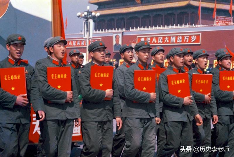 70年代的中国:满大街看不到肥胖人,图8美国总统夫人在北京喂猪