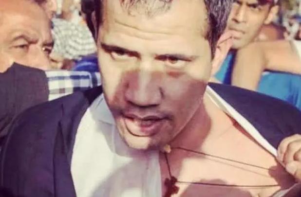 瓜伊多刚下飞机就被国民围殴,90后娇妻顿时花容失色
