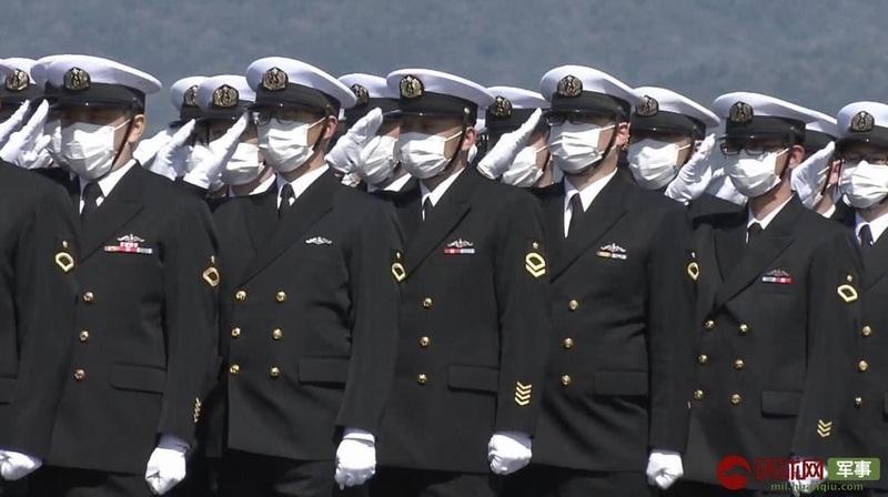 日本首艘锂电池潜艇服役 艇员全都戴口罩参加仪式