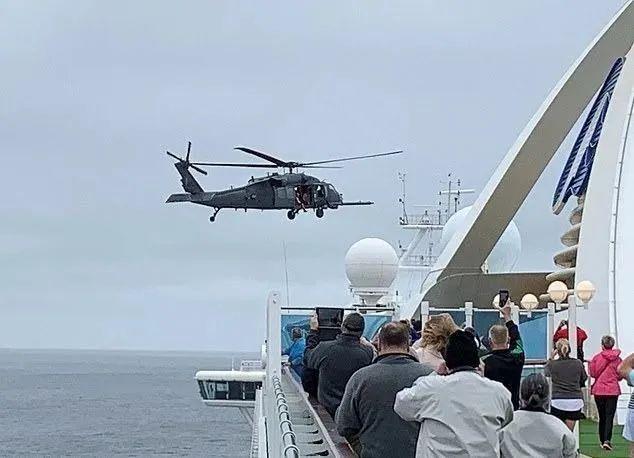 美军特种作战直升机飞抵